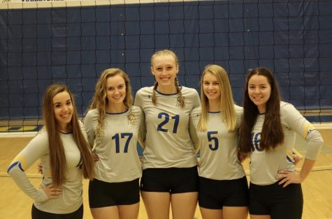 2021 Graduate Senior Vollleyball players line up for senior photo.  Left to right: Callie Mousley (Defensive Specialist), Sarah Pool (Outside Hitter), Amanda Curcio (Right Side), Mikayla Gunkle (Outside Hitter), Emily Lunny (Setter).