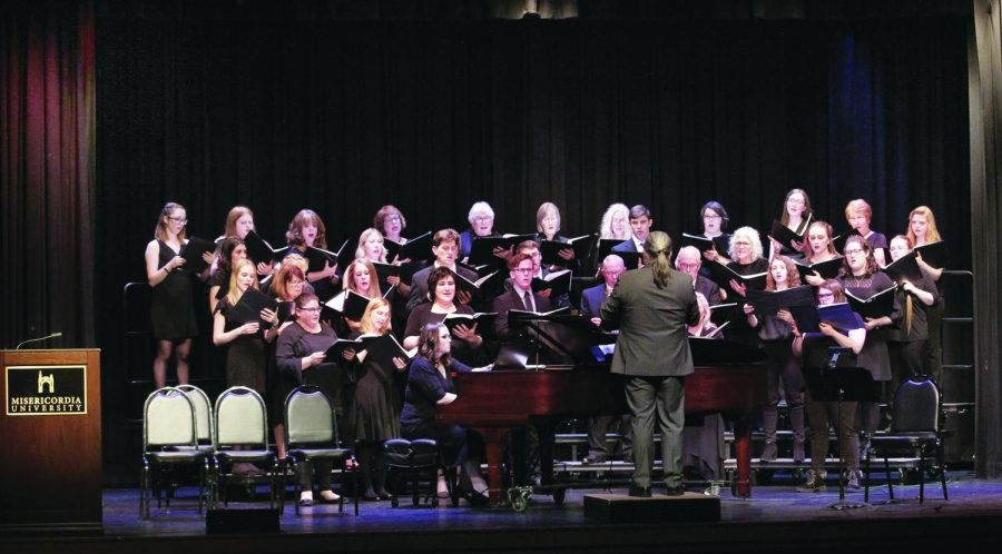 The+Misericordia+Community+Choir+performs+a+song+during+their+winter+concert.