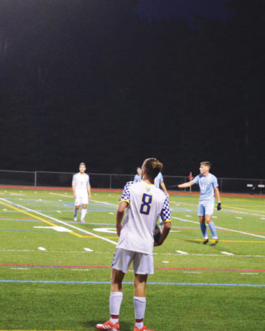 Eric Goldberg (8) gets ready to throw the ball in for the cougars.